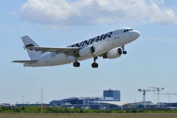 Finnairin matkustajakone Helsinki-Vantaan lentokentällä 16. kesäkuuta 2017.