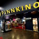 Finnkino Omena -elokuvateatterikeskuksen aula kauppakeskus Isossa Omenassa Espoossa.