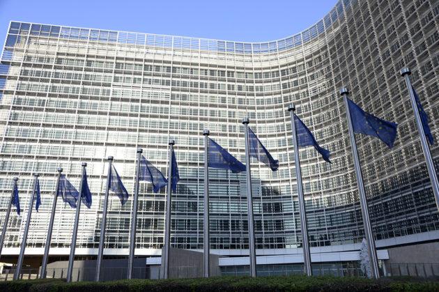 EU-instituutiot houkuttelevat Brysseliin valtavasti lobbareita. Euroopan komission rakennus Brysselissä huhtikuussa 2015.