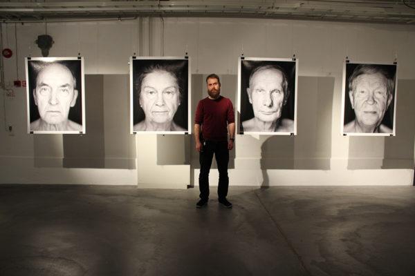 Valokuvaaja Alexander Lembke ja Saunassa syntyneet -näyttely.