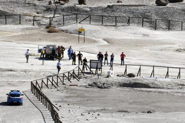 Kolme ihmistä kuoli, kun he putosivat tulivuoren kraatteriin Pozzuolissa lähellä Napolia Italiassa 12. syyskuuta 2017.