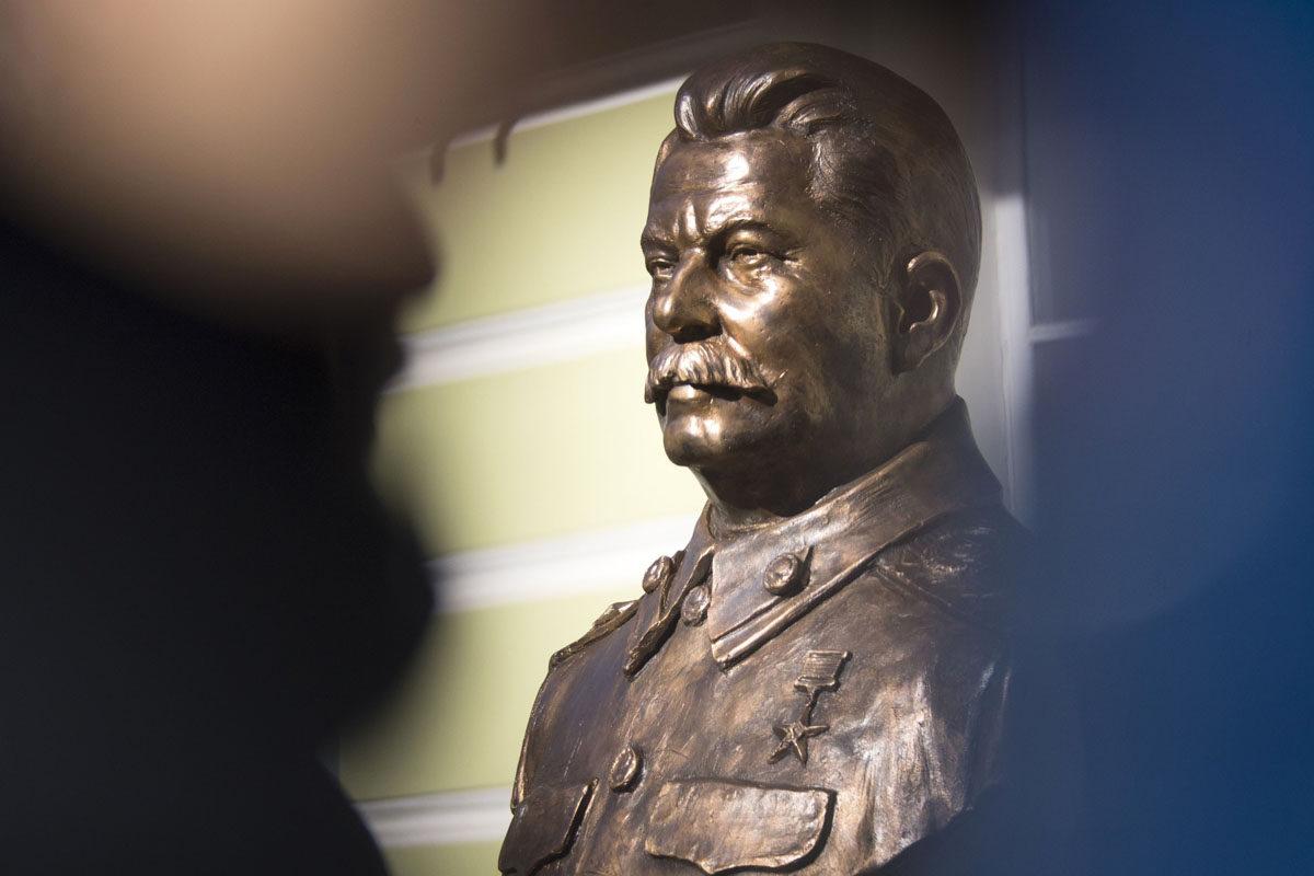 Josif Stalinin näköispatsas patsasnäyttelyssä Moskovassa Venäjällä 22. syyskuuta 2017.