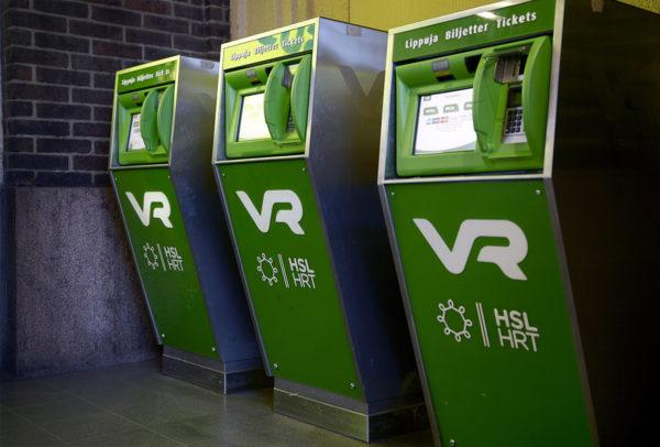 VR:n lipunmyyntiautomaatteja Helsingin päärautatieasemalla 22. maaliskuuta 2017.