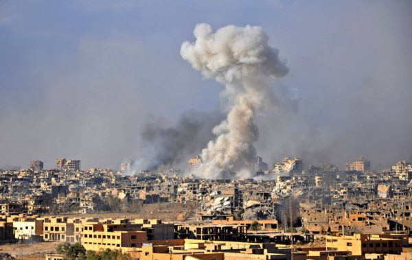 Syyrian hallituksen joukot iskivät Deir Ezzoriin 31. lokakuuta.