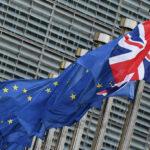 EU:n ja Britannian lippuja Brysselissä 16. lokakuuta 2017.