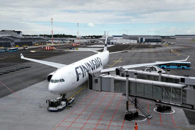 Finnairin matkustajakone Helsinki-Vantaan lentoasemalla 6. heinäkuuta 2017.