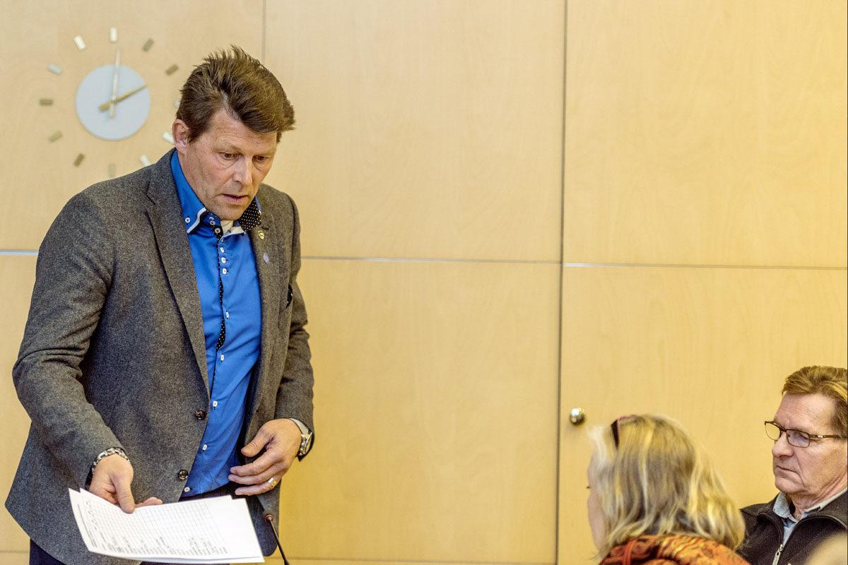 Kittilän kunnanhallituksen puheenjohtaja Pekka Rajala (kesk) kunnanvaltuuston kokouksessa 31. lokakuuta 2017.