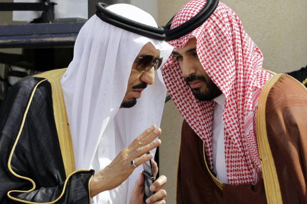 Saudi-Arabian kuningas Salman ja kruununprinssi Mohammed bin Salman Riadissa toukokuussa 2012.