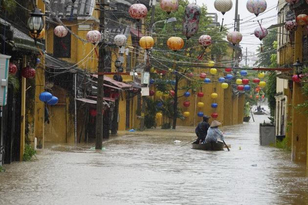 Hoi Anin kaupunki 5. marraskuuta 2017, päivä sen jälkeen, kun taifuuni Damrey iski Vietnamiin.