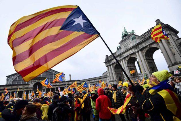 Brysselissä, missä Katalonian aluehallitusta johtanut Carles Puigdemont on maanpaossa, kampanjoitiin 7. joulukuuta Katalonian itsenäisyyden puolesta.