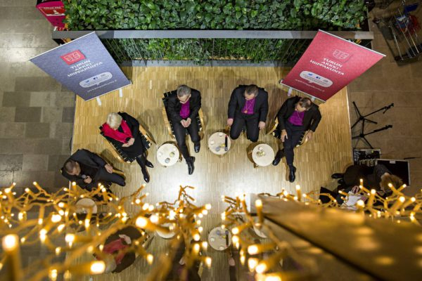 Arkkipiispaehdokkaat vaalipaneelissa Turussa 13. joulukuuta 2017.