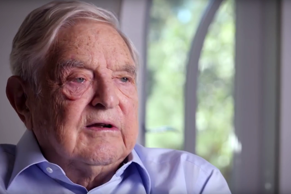 Miljardööri George Soros unkarinkielisellä videolla. Ruutukaappaus.