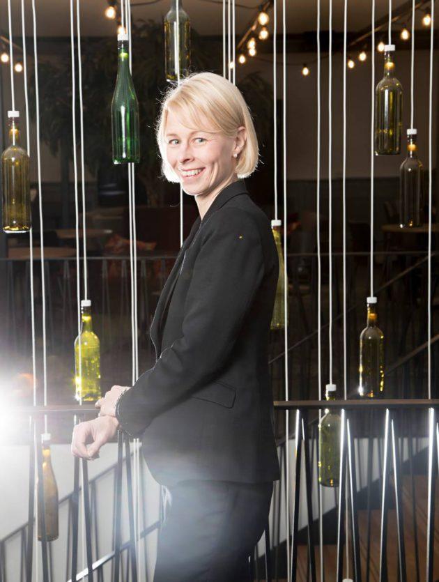 Leena Laitinen johtaa 85-vuotiasta alkoholimonopolia.