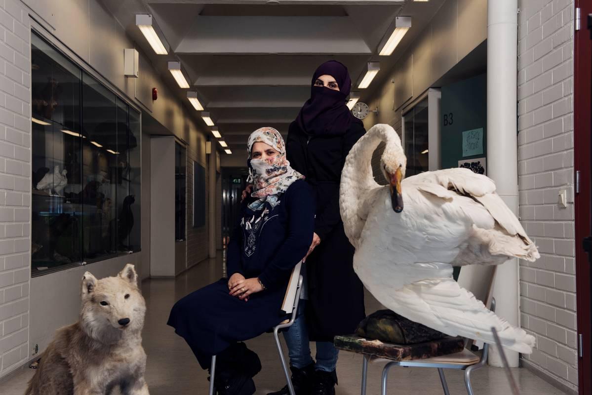 Englanninopettajat Haniyyah Alhejaili (vas.) ja Nora Sayer kiinnostuivat Suomesta Pisa-menestyksen takia.
