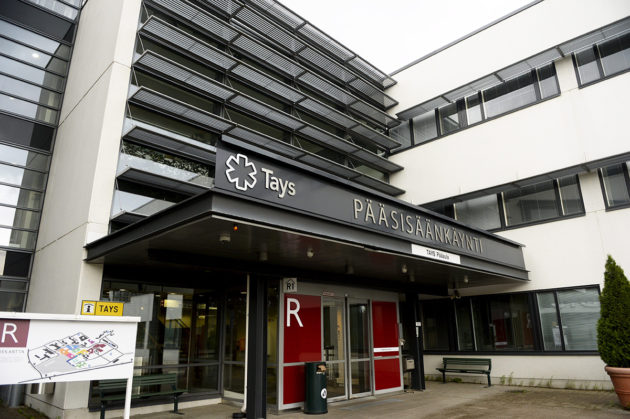 Tampereen yliopistollisen sairaalan pääsisäänkäynti.