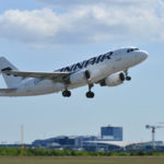 Finnairin matkustajakone Helsinki-Vantaan lentokentällä kesäkuussa 2017.