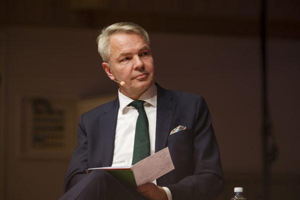 Vihreiden presidenttiehdokas Pekka Haavisto presidentinvaalitentissä Oulussa keskiviikkona 10. tammikuuta 2017.