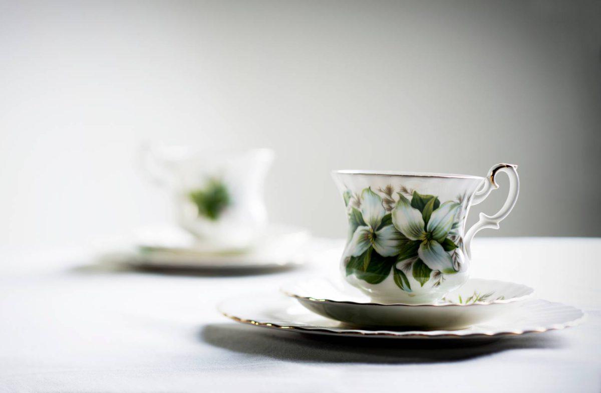 Irja Karvosen englantilaiset kahvikupit.