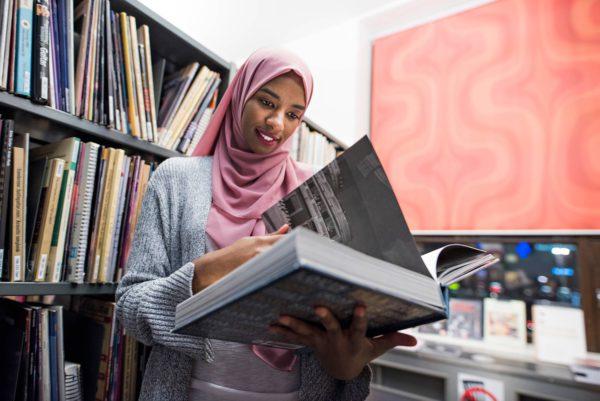 Khadan Ahmed opiskelee luokanopettajaksi.