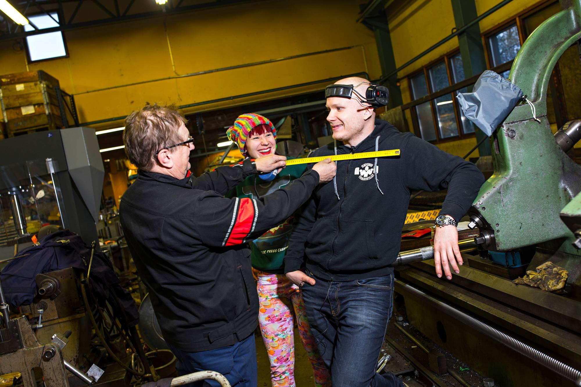 Laurin isä, konepajayrittäjä Timo Vuohensilta on ylpeä poikansa ja miniänsä tekemisistä.