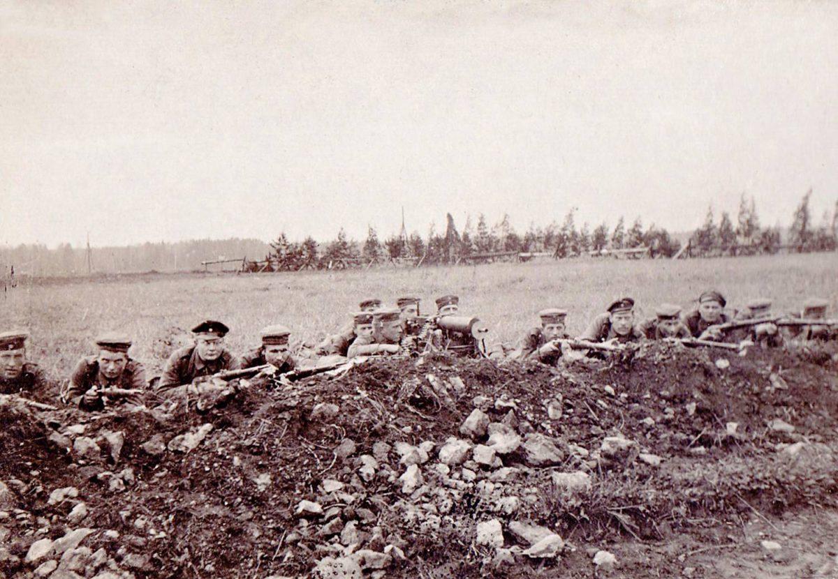 Jääkärit harjoittelevat itärintamalla kesällä 1916.