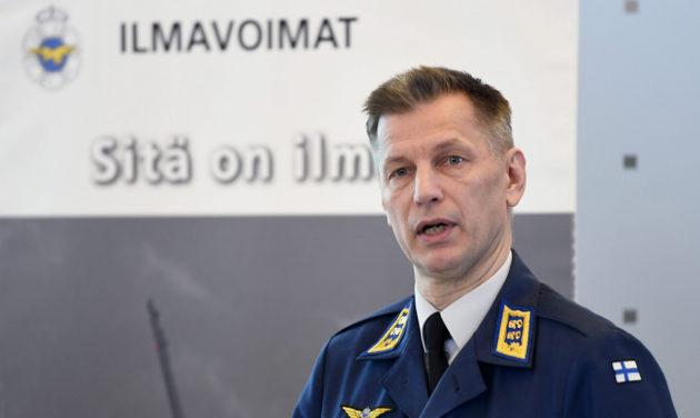 Ilmavoimien komentaja kenraalimajuri Sampo Eskelinen mediatapaamisessa Helsinki-Vantaan lentokentällä tiistaina 23. tammikuuta 2018.