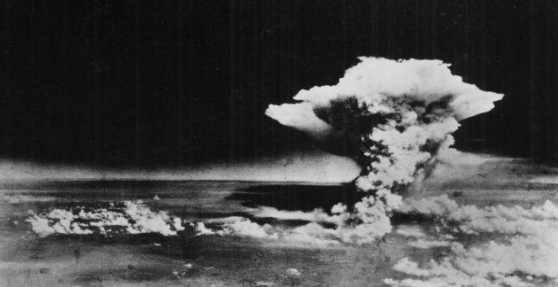 Sienipilvi Japanin Hiroshiman yllä 6. elokuuta 1945.