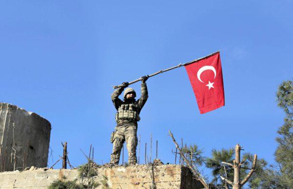 Turkin lippu liehui Syyrian puolella 28. tammikuuta.