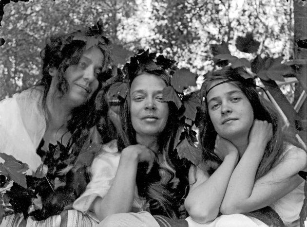 Vasemmalta oikealle: Thesleffin siskokset Gerda, Ellen ja Thyra.