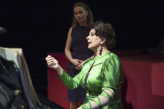 Espoon kaupunginteatterin Syyssonaatissa nähdään muun muassa Leena Pöysti (vas) ja Satu Silvo.