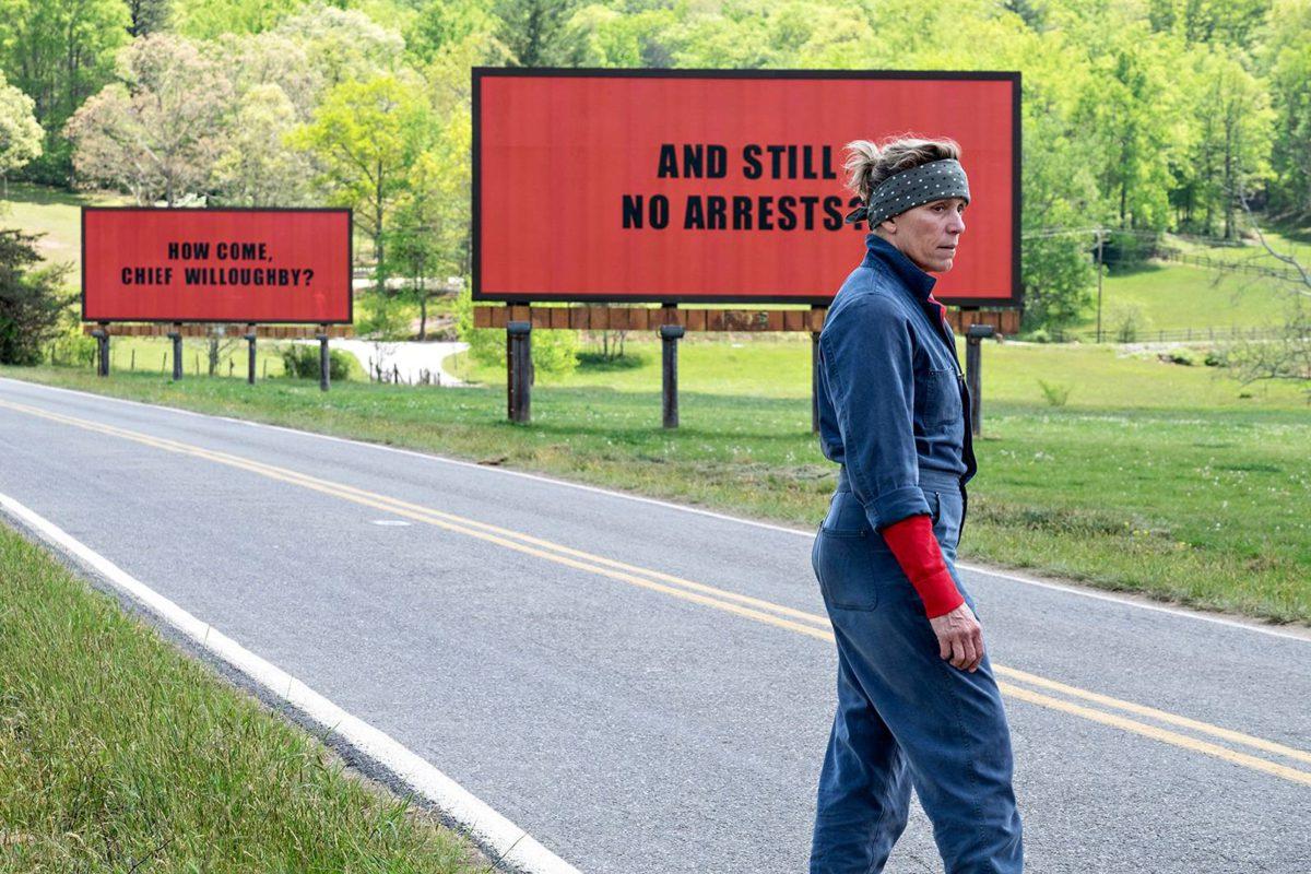 Mildredillä (Frances McDormand) on asiaa.