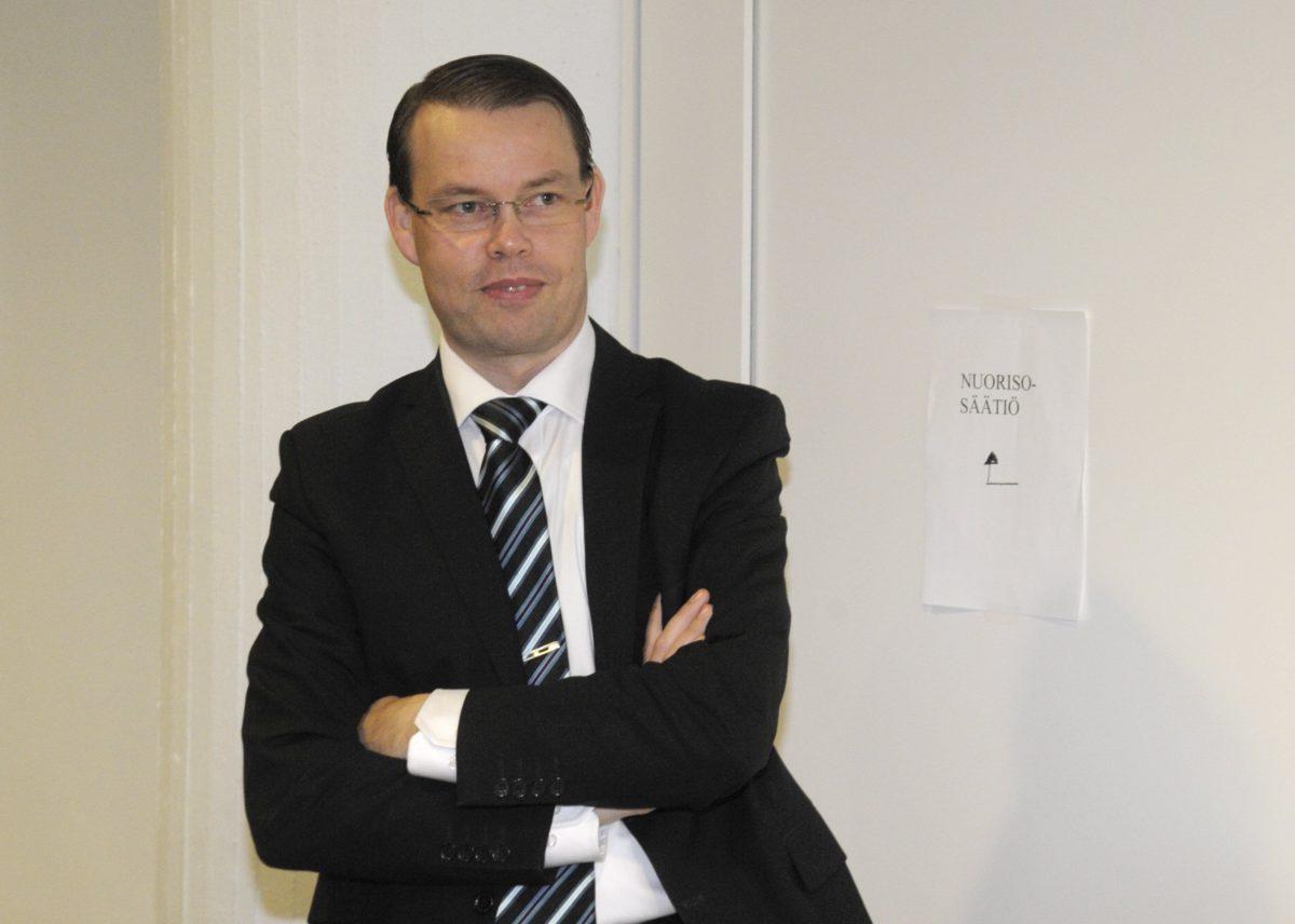 Nuorisosäätiön asiamies Aki Haaro Nuorisosäätiön rikosjutun pääkäsittelyssä Helsingin käräjäoikeudessa 22. lokakuuta 2012.
