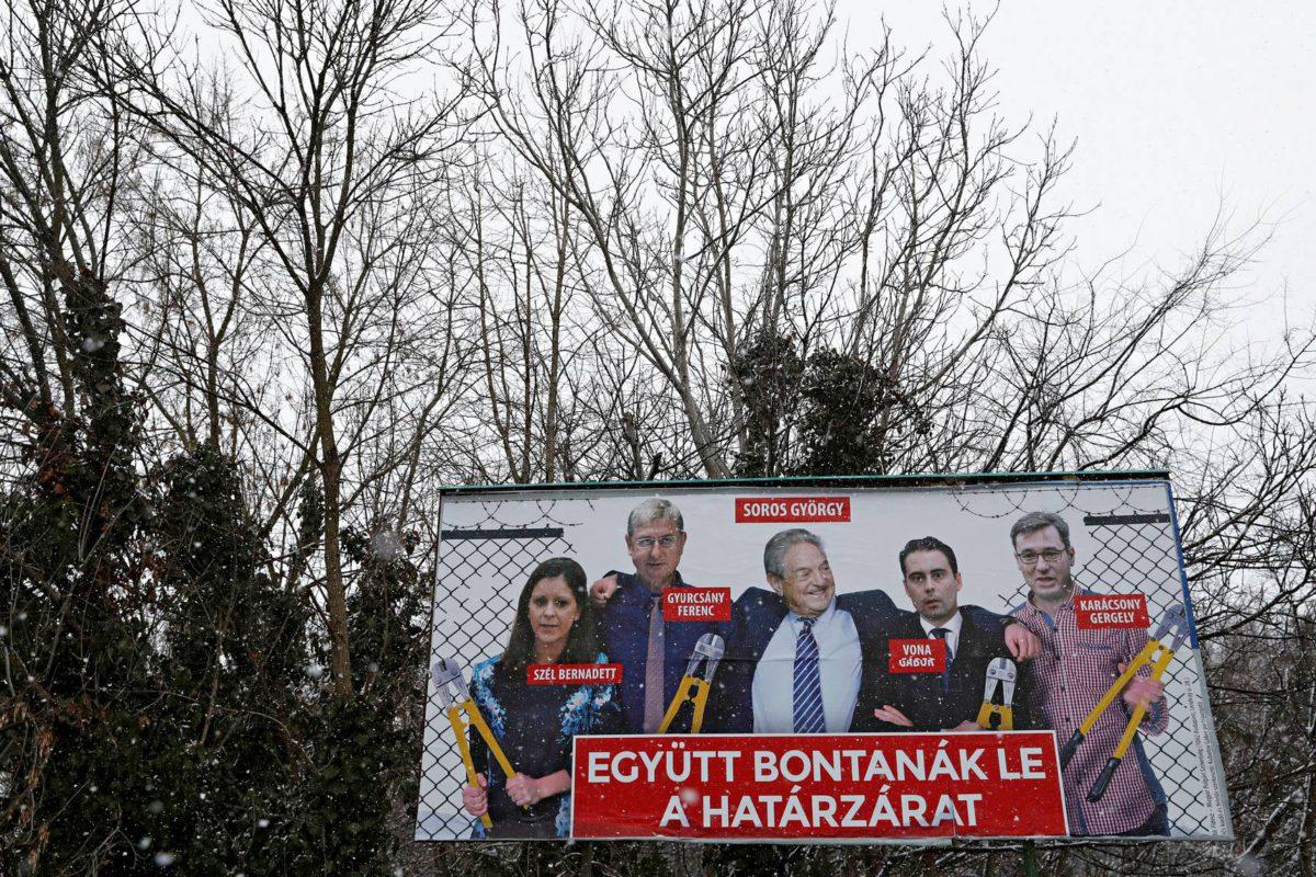 Miljardööri George Soros ja oppositiopuolueiden johtajat avaavat rajoja–ainakin unkarilaisen tienvarsimainoksen mukaan.