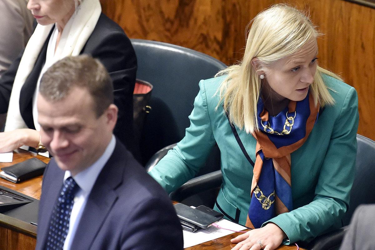 Kokoomuksen puheenjohtaja, valtiovarainministeri Petteri Orpo ja kansanedustaja Elina Lepomäki eduskunnassa 2. maaliskuuta 2018.