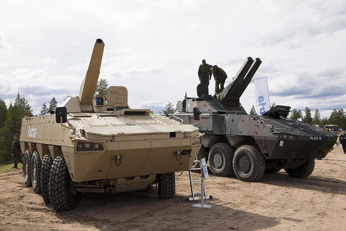 Asevalmistaja Patria esitteli ajoneuvoalustoille asennettuja tornillisia kranaatinheittimiä puolustusvoimien harjoitusalueella Rovajärvellä keskiviikkona toukokuussa 2016.