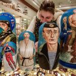 Putin-maatuskoita lahjatavarakaupassa Moskovassa maaliskuussa 2018.