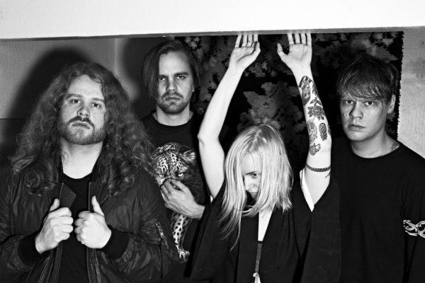 """Ruusujen laulusolisti Ringa Mannerilla on """"semioptimistinen olo"""" yhtyeen mahdollisuuksista päästä radioaalloille."""
