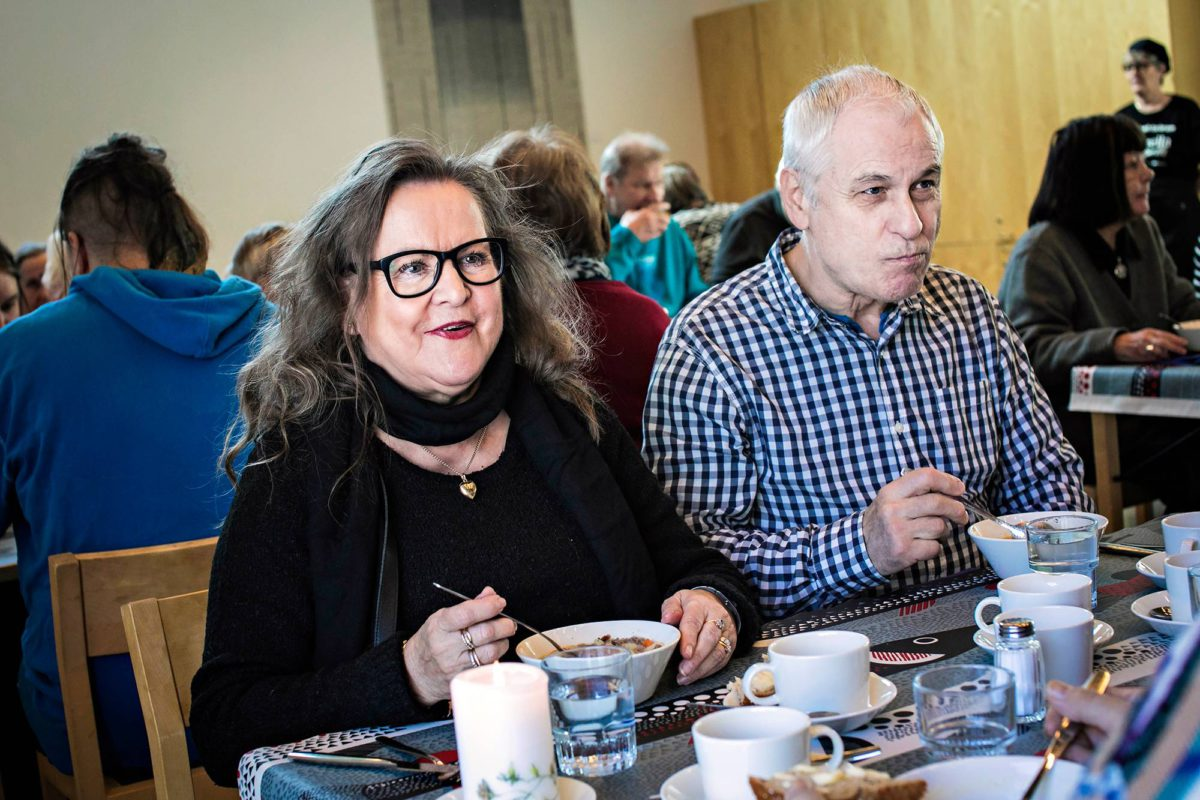 Onerva ja Lasse Haapanen ruokailivat Korson kirkolla Vantaalla 7.3.