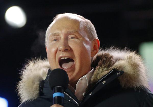 Presidentti Vladimir Ptuin puhui kannattajilleen vaalipäivänä 18.maaliskuuta 2018.