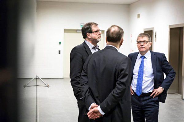 Timo Kietäväinen (vas.) ja Markku Jalonen (oik.) Helsingin käräjäoikeudessa 27. maaliskuuta.