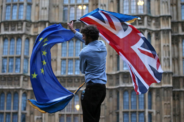 Brexitin vastustaja mielenosoituksessa Lontoossa kesällä 2016.