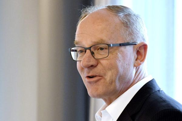 Toimitusjohtaja Pekka Vauramo lentoyhtiö Finnairin osavuosikatsauksen tiedotustilaisuudessa Helsingissä 25. huhtikuuta 2018.