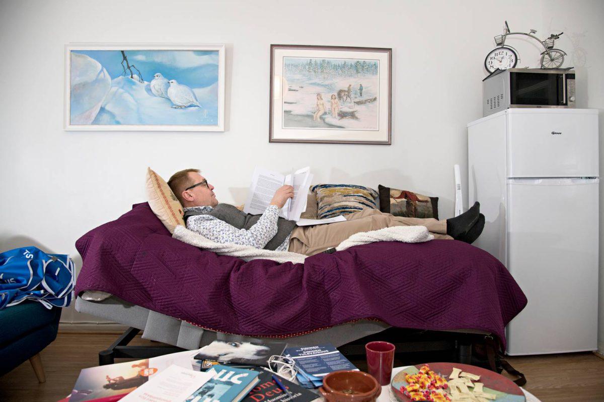 Sinisten puoluetoimisto on puoluesihteeri Matti Torvisen asunto.
