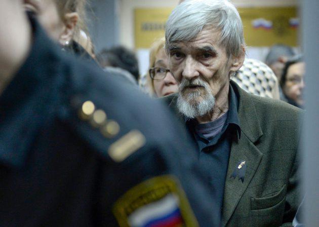 Historioitsija Juri Dmitrijev saapui oikeuteen kuulemaan tuomiotaan Petroskoissa 5. huhtikuuta 2018.