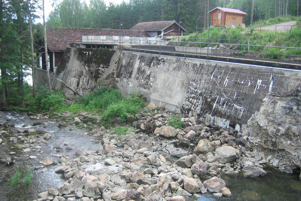 Lahnaskosken voimalaitos Hiitolanjoessa Rautjärven Simpeleellä.