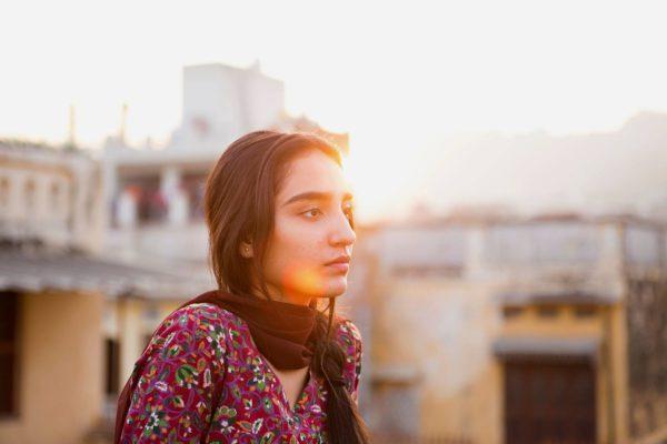 Maria Mozhdah esittää 16-vuotiasta Nishaa.