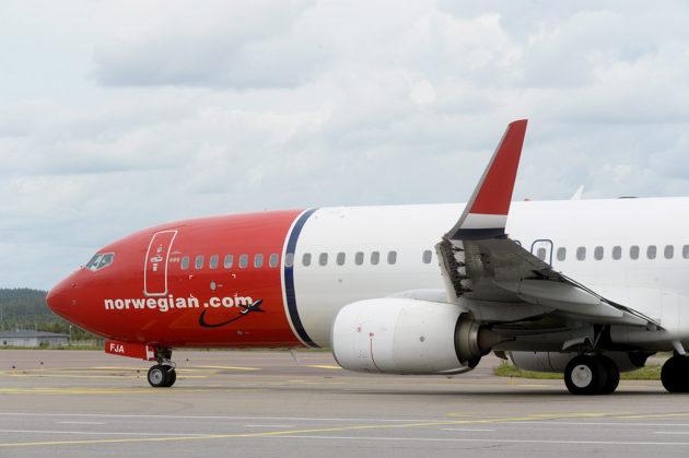 Norwegianin matkustajakone Helsinki-Vantaan lentokentällä.