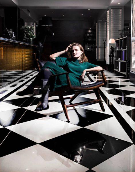 Ronja Salmi kuvattiin Lilla Roberts -hotellin aulassa Helsingissä.