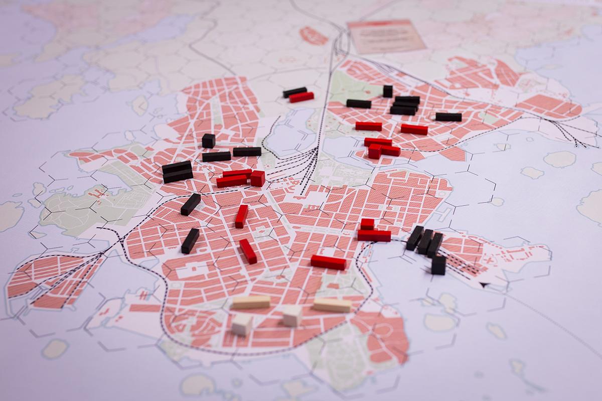 Helsinki 1918 pelissä on taistelun kolmas päivä ja saksalaiset ovat ympäröineet punaisten päämajat.