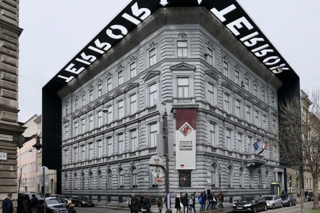 Terrorin talo keskellä Budapestia on yksi Unkarin suosituimpia vierailukohteita.